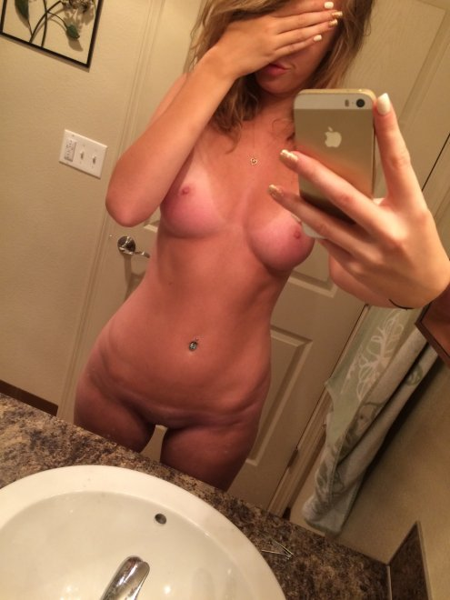 PictureShy Hottie with Great Body Porn Photo