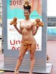amateur photo Micaela Schaefer and her bears
