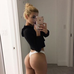 amateur photo Phat Ass Mirror Selfie