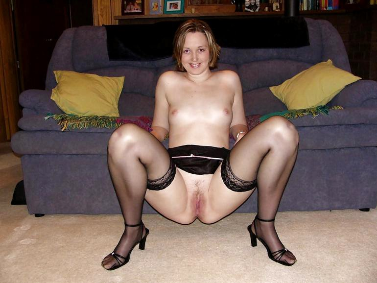 Amateur milf spreading her legs