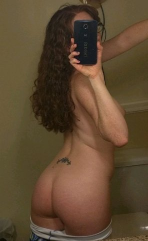 amateur photo Long hair and booty