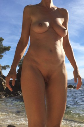 amateur photo [f] Another hot day on a public beach