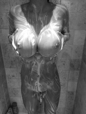 amateur photo Showers are so sexy