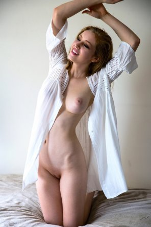 amateur photo Beauty and the boob