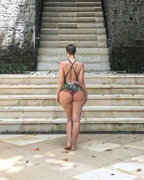 amateur photo Booty by the steps.