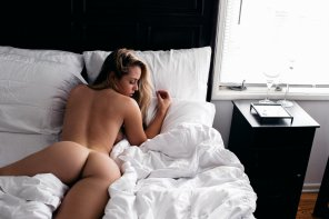 amateur photo White sheets, black room