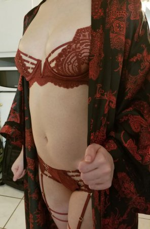 amateur photo A little bit of a strip tease for you! Album in comments, with bonus kink <3 [F]