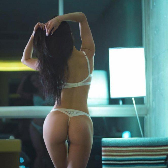 Mind the gap Porn Photo