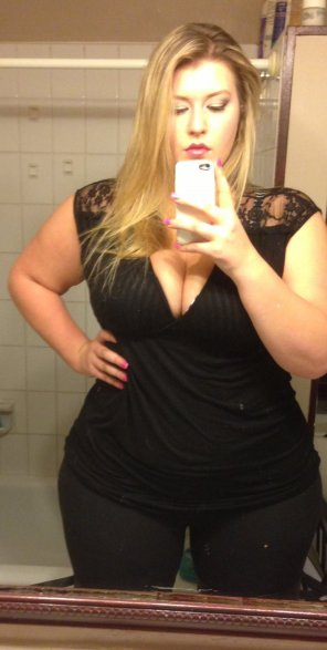 amateur photo Curvy in the mirror
