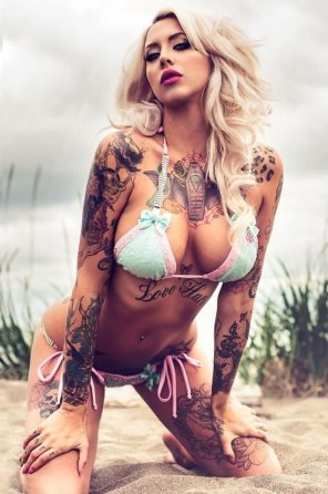 amateur photo Beach Babe