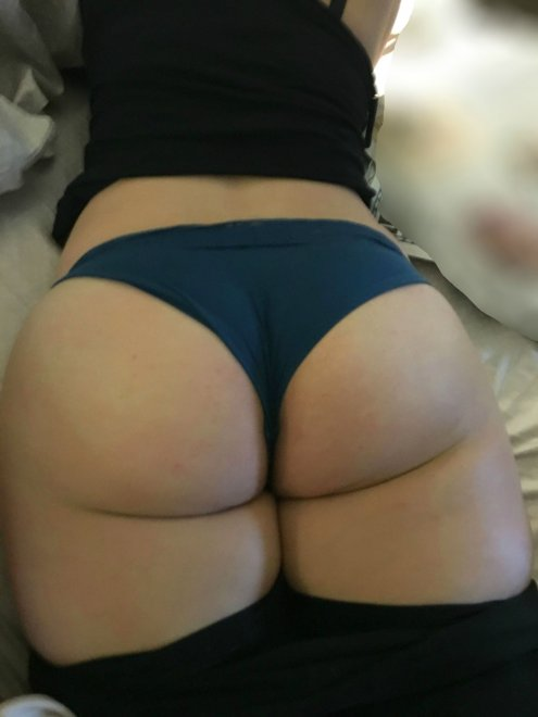 My wife's big ass Porn Photo
