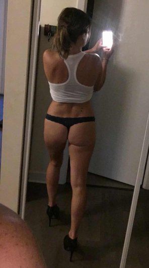 amateur photo A little help from the mirror 😉