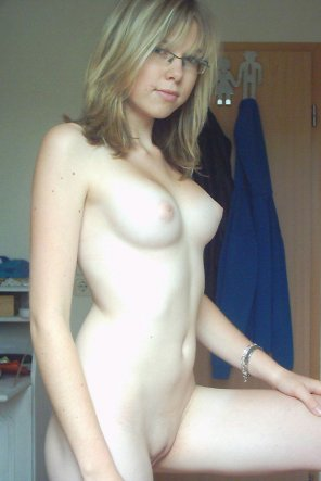amateur photo Dorm Blonde