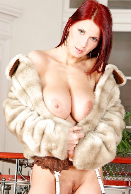 Fur coat on naked skin always sexy Porn Photo