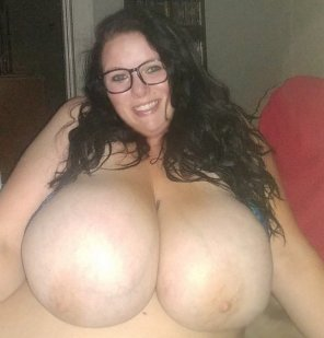 amateur photo 42 L cups are bigger than my head 😘