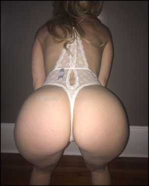 amateur photo [F] Spank me, Daddy!