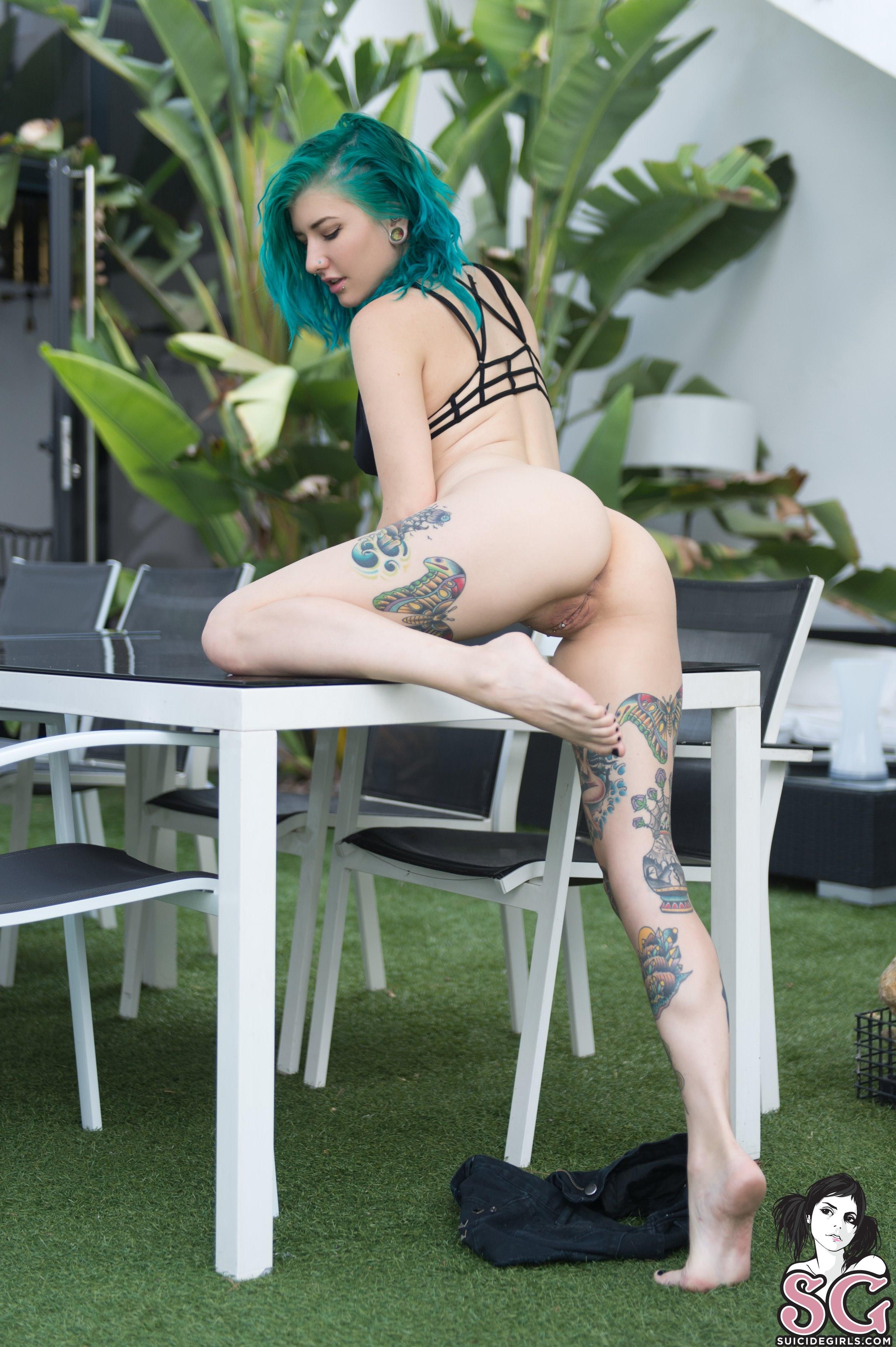Girl nackt sg skella Inked Girls