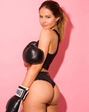 amateur photo Boxer babe