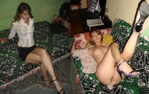 amateur photo Hot Girl, Ugly Bedspread