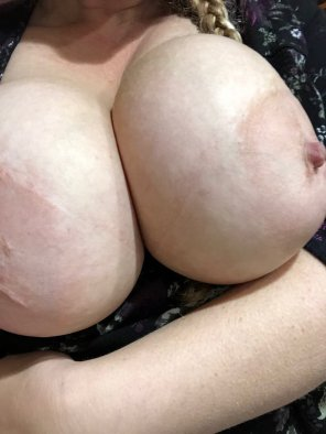 amateur photo Lonely Monday morning... who wants to cum on my tits? 💦😘