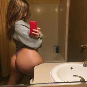amateur photo Yeah, She Squats