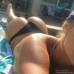 amateur photo Big ass girl with a nice body.