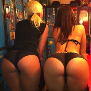 amateur photo Blonde and brunette