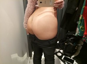 amateur photo Hi from shopping room [F]