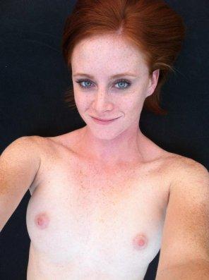 amateur photo Blue Eyes - Pink Nips