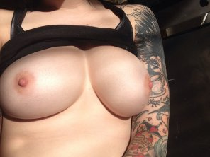 amateur photo Tits and tats