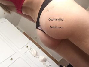 amateur photo Beth Lily butt shot