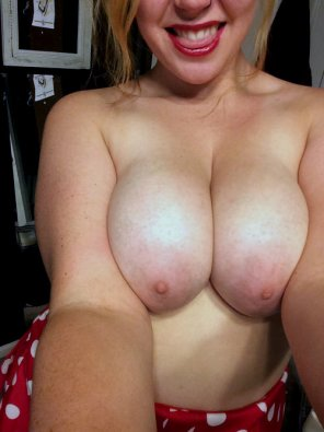 amateur photo I want you to cum on my big titties! SC - emilypix21