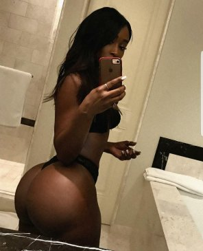 amateur photo Well damn chocolate drop with a phatty