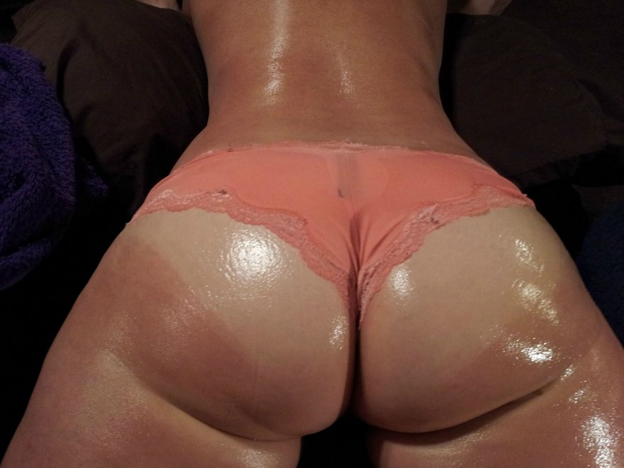 Shapely butt Porn Photo