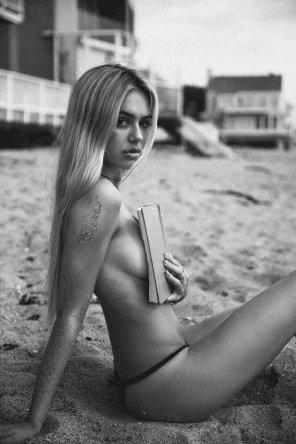 amateur photo Beach reader