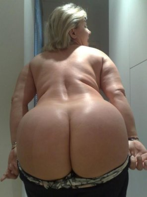 amateur photo Big booty MILF