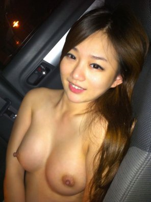 amateur photo cute girl nude selfie in car at night