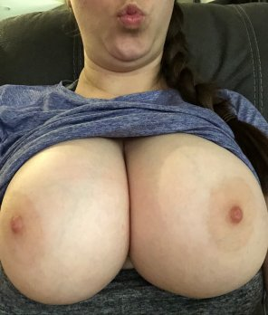 amateur photo [Image] lazy Sunday big tits