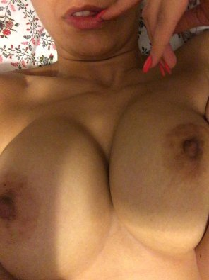 amateur photo Morning breasts