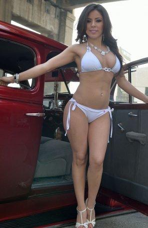 amateur photo Juicy natural tits in bikini