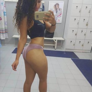 amateur photo PictureLocker room selfie