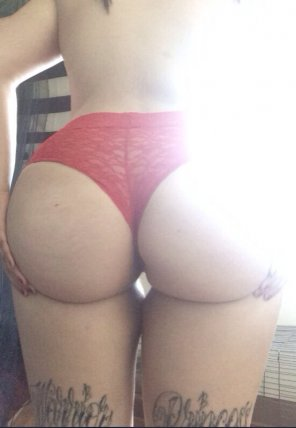 amateur photo Rocking red panties