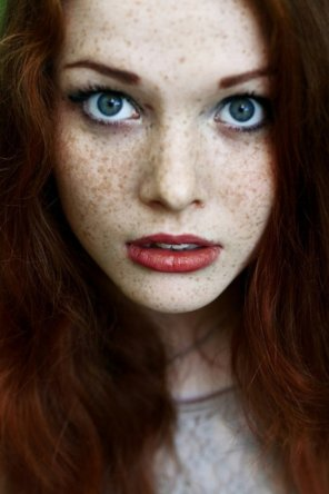 amateur photo Blue, red and freckles
