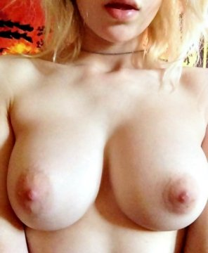 amateur photo You like these big boobs ? Check out More Snap [ @kellymorris02 ]