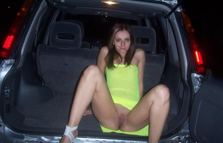Hottie in her SUV Porn Photo