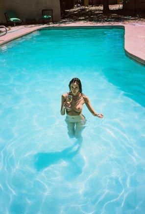 amateur photo Sip and swim
