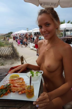 amateur photo Enjoying seafood by the sea