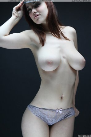 amateur photo Pretty pale