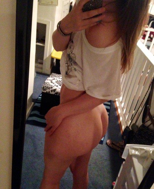 Bottomless Porn Photo