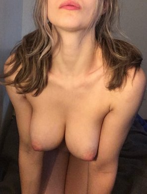 amateur photo lips, hair, neck, tits with a dash of thighs! [f]